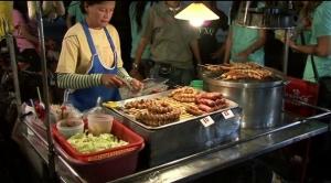 street-food-chiang-mai-walking-street-market-thailand